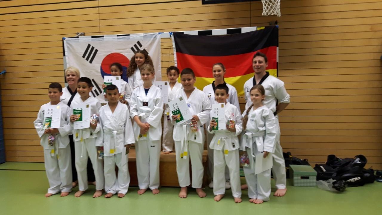 Jede weite Reise beginnt dem ersten Schritt- Anfängerprüfung der JCR Taekwondo Kids